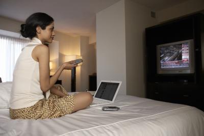 Hvordan legge til min TV som skjerm til min bærbare