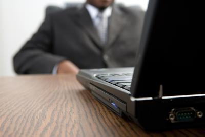 Slik slår du av Touchpad mens du skriver på en Acer Notebook