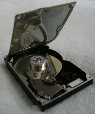 Hvordan å klone en harddisk til en mindre stasjon