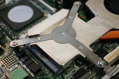 Slik installerer en harddisk på en Toshiba Satellite bærbar