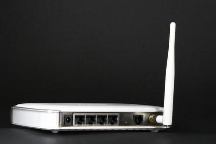 Hvordan koble til WiFi på en Router