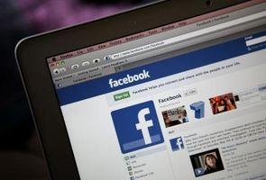 Hvordan legge til et uttrykksikon i en linje på Facebook