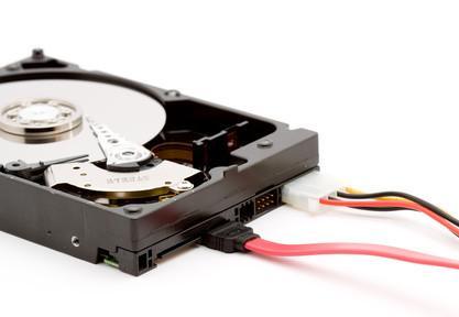 Hvordan legge til en harddisk fra en gammel datamaskin
