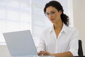 Hvordan finne skjulte e-post på en datamaskin