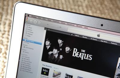 Hvordan slå iTunes Library Deling av og på