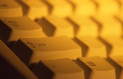 Hvor å Endre plasseringen av et slettetasten på en Dell Keyboard