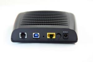 Hvordan koble en AT & amp; T DSL-modem til en PC