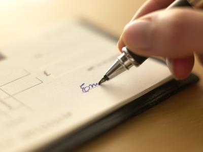 Hvordan skrive ut en sjekk på utskriftspapir