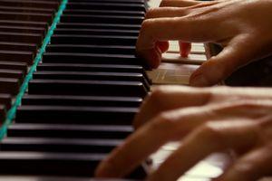 Hvordan å spille inn et pianostykke og brenne det på en CD